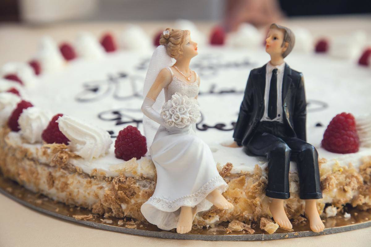 bride and groom wedding topper on cake