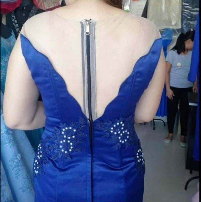 zipper on a dress is awful