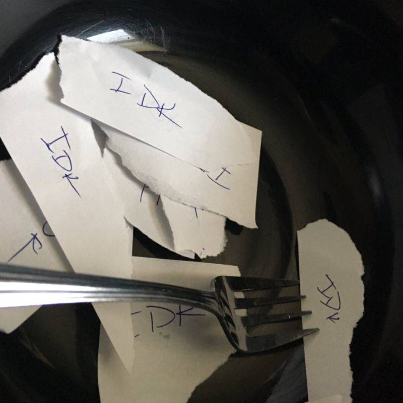 boyfriend writes IDK on a bunch of paper after his girlfriend says she doesn't care what they eat