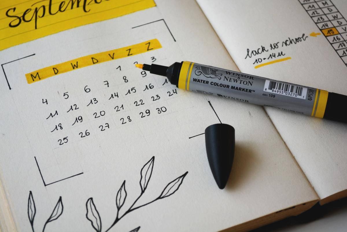 colorful bullet journal calendar