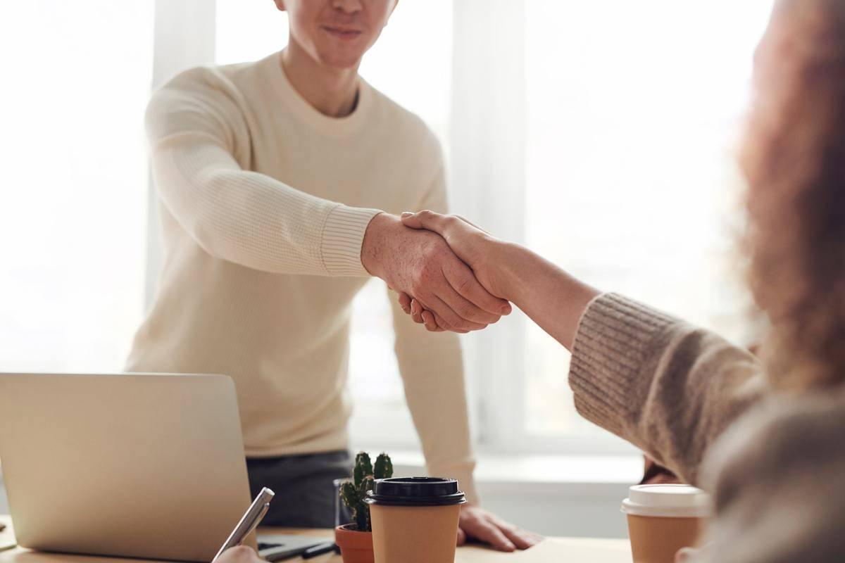 interviewr shaking hands