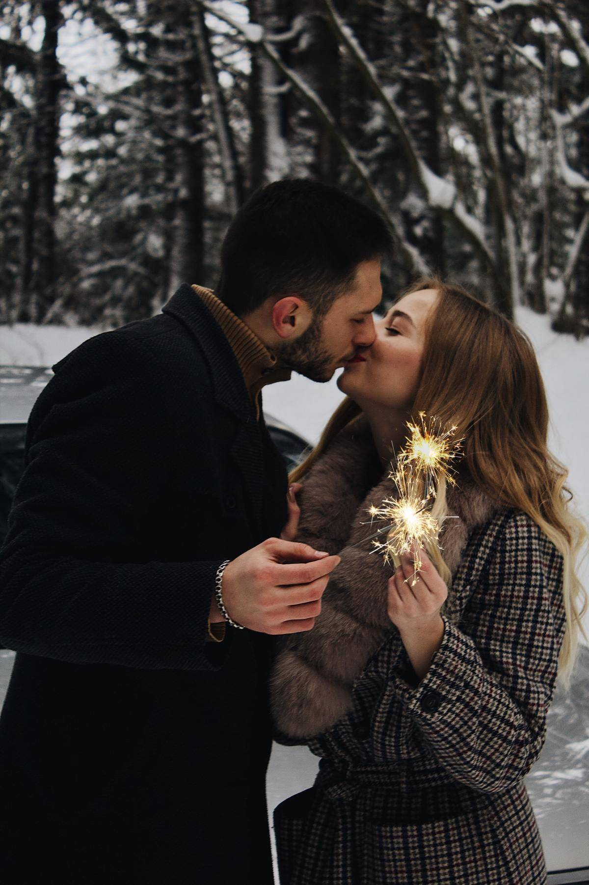couple kissing in the winter