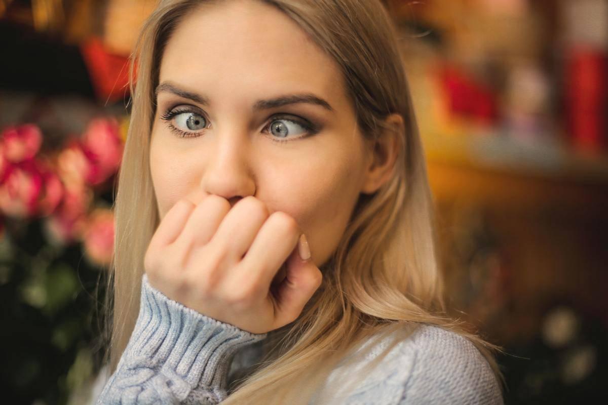 pretty woman cross eyed