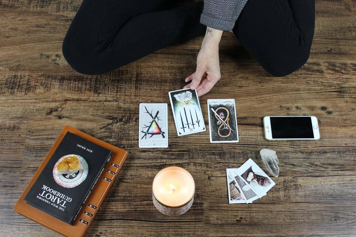 woman does a tarot reading