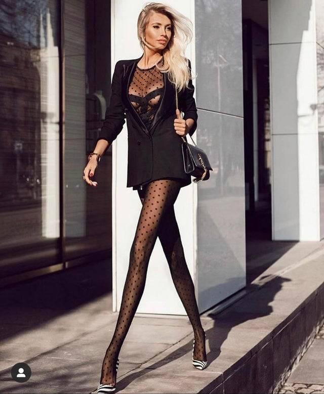 photoshopped long legs