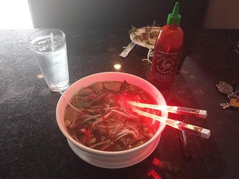 chopsticks that look like lightsabres from Star Wars