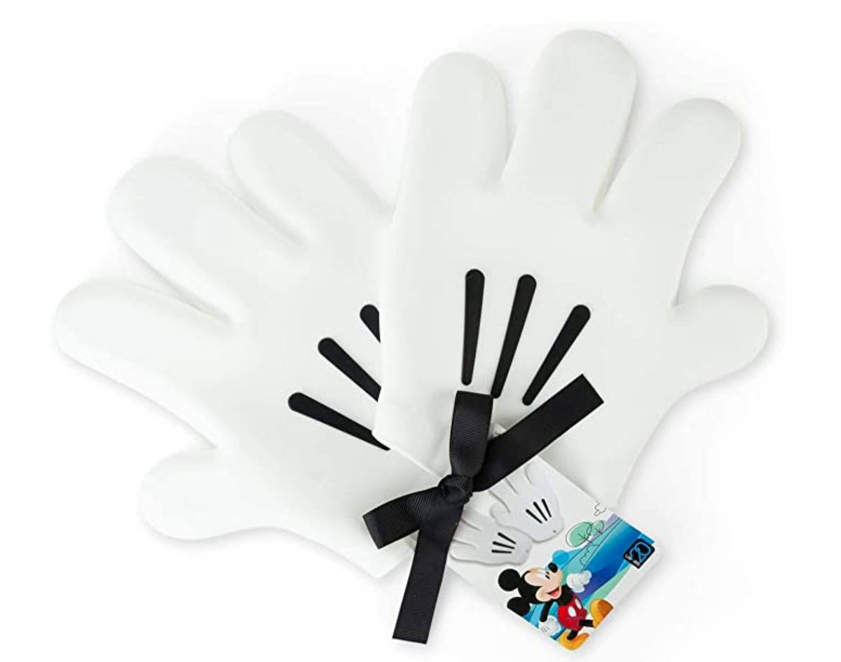 oven mits that look like Mickey's hands