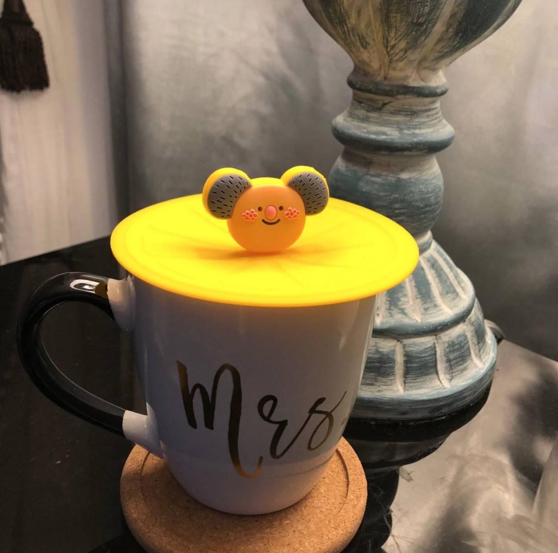 the kola top on a tea mug