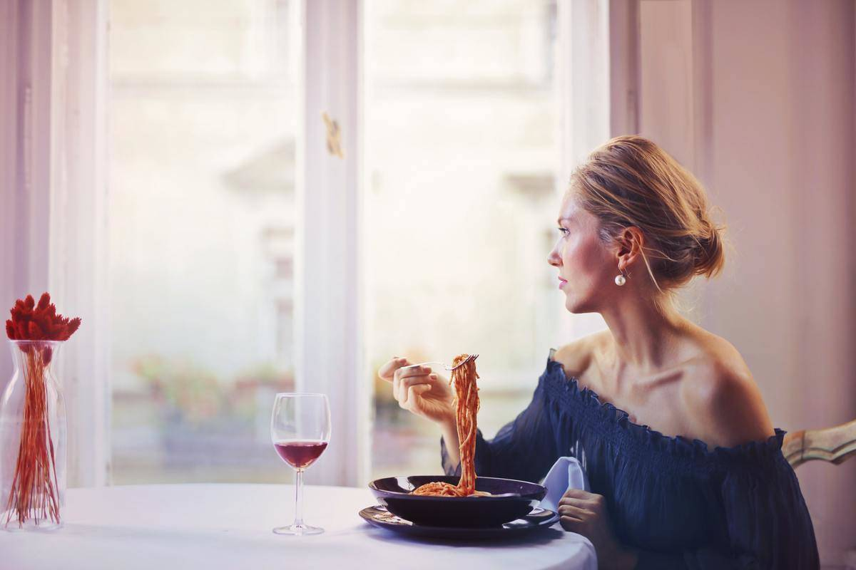 woman in restaurant eating alone
