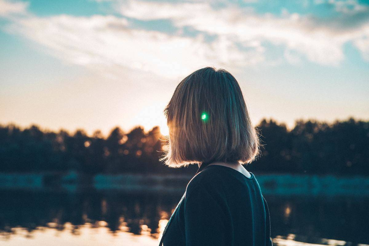 woman looks at the distance in nature