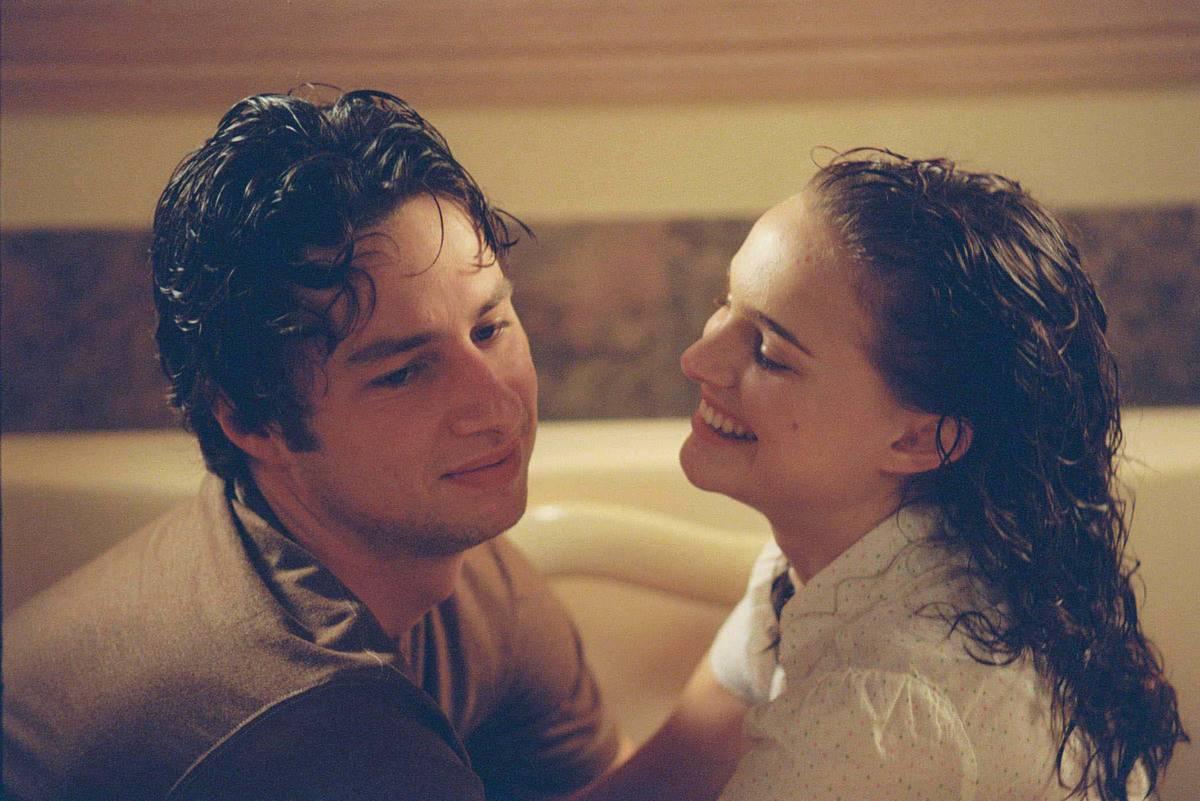 still of Zach Braff and Natalie Portman in Garden State