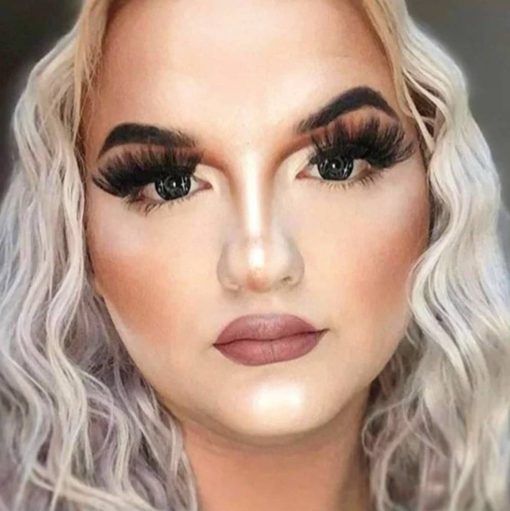 woman's makeup literally just looks so unblended and bad I cannot describe it