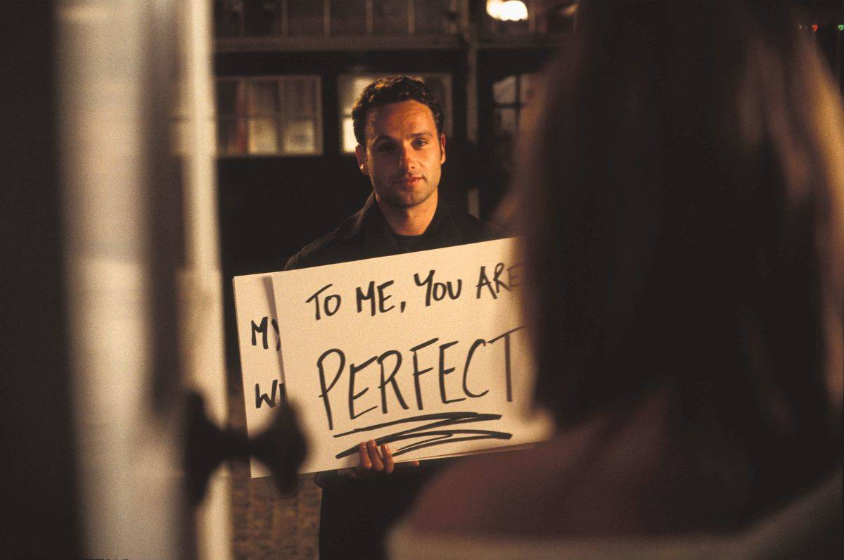 to me you are perfect scene still in love actually