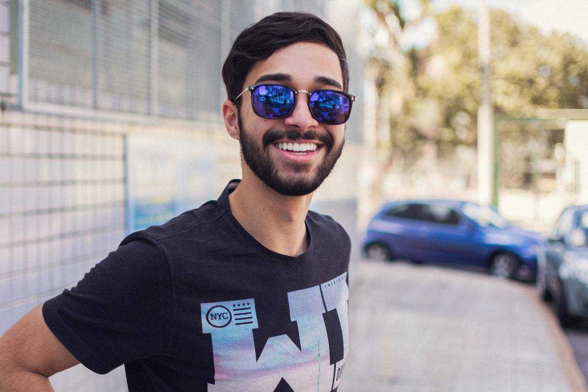 a picture of a guy wearing sunglasses