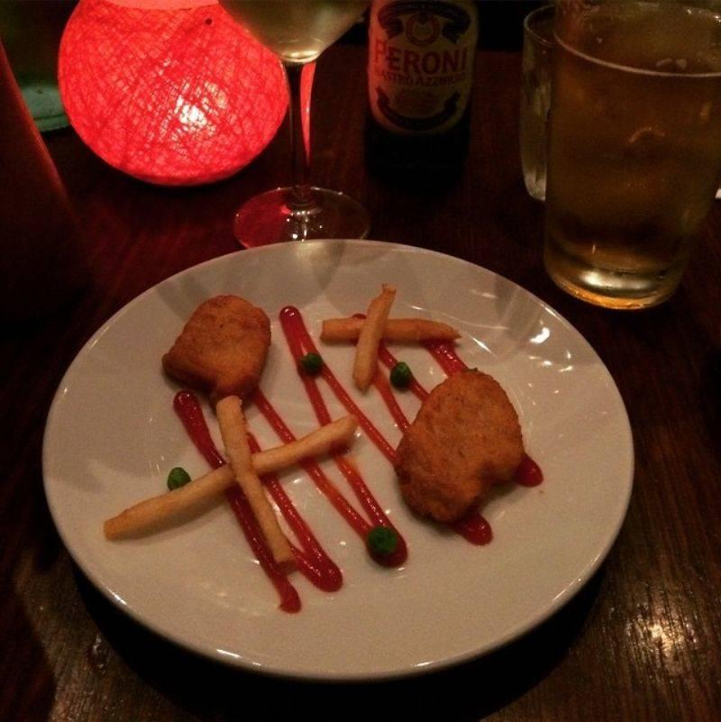 boyfriend promised a fancy dinner and made chicken nuggets with peas and fries