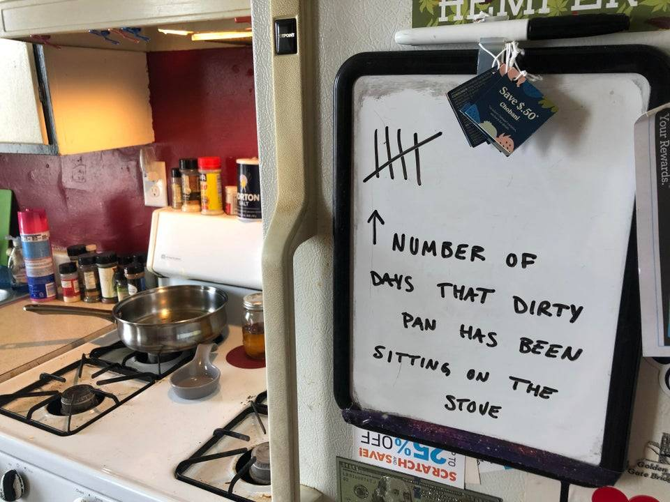 roommate left a note with the number of days dishes have been unwashed