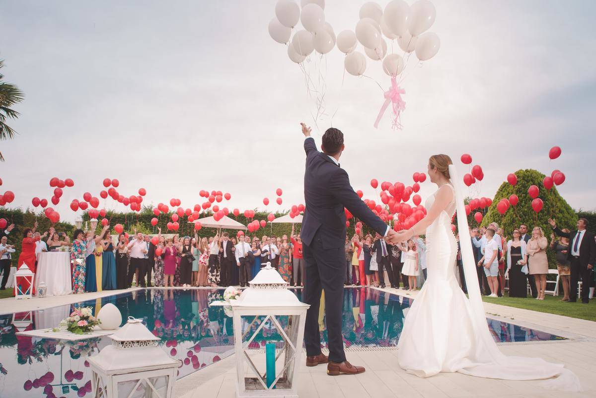 wedding party releases ballons