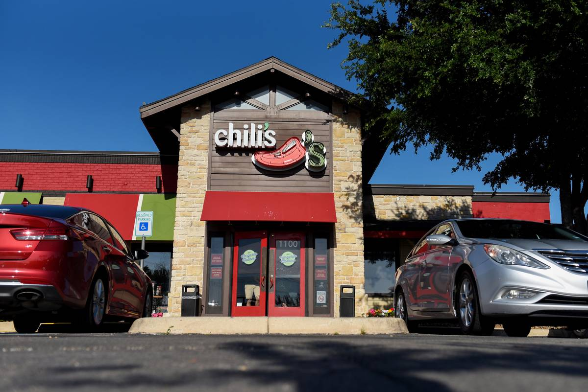exterior of a chili's restaurant