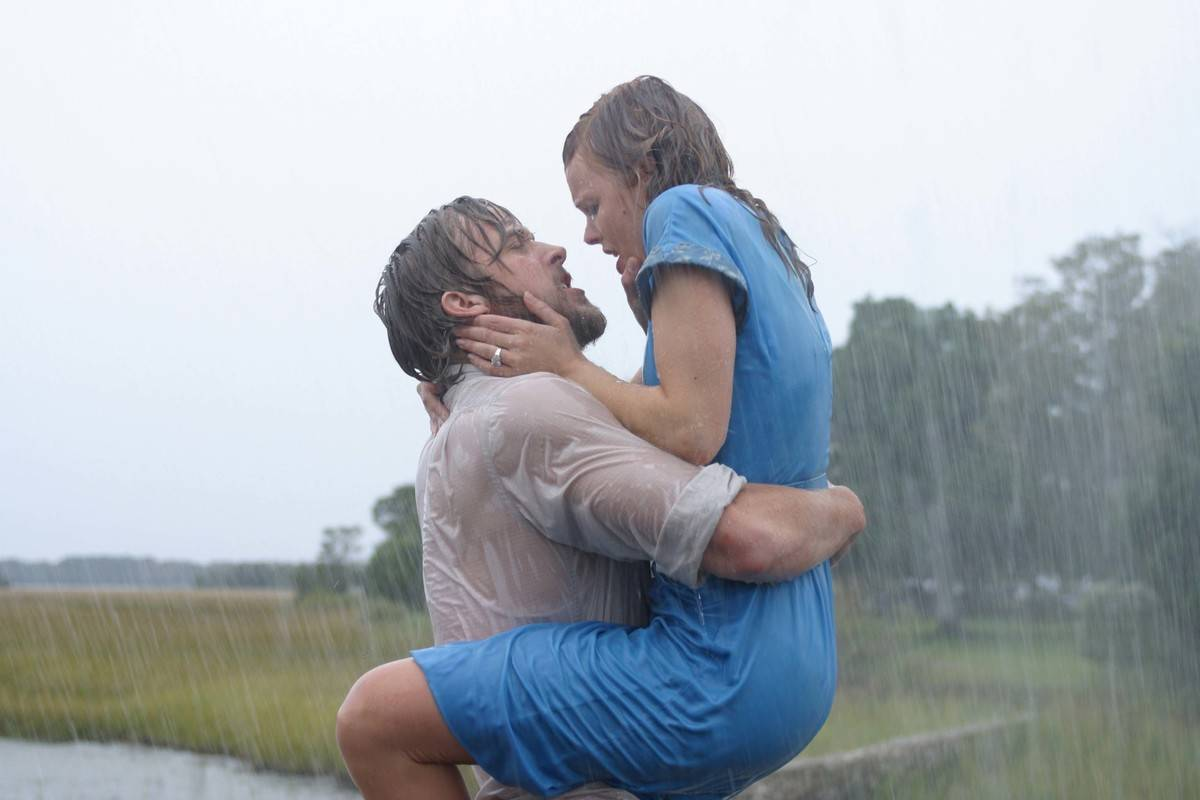 the-notebook kissing in the rain scene