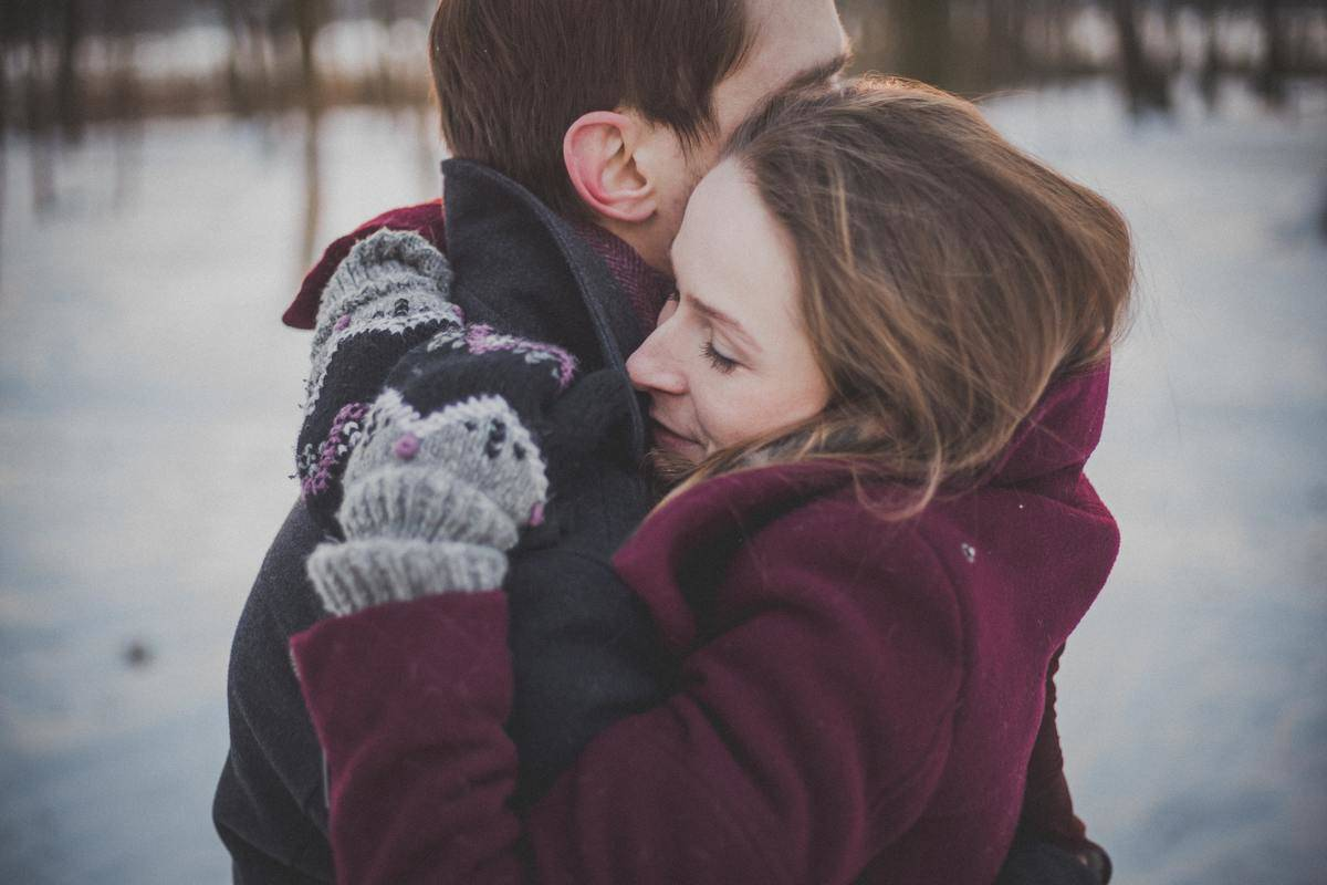 woman hugs man in the snow