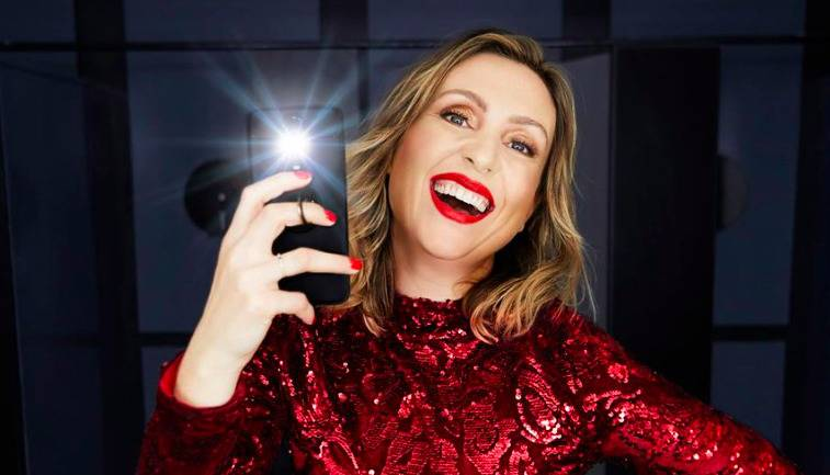 Selfie of female comedian Eleanor Conway with a big smile