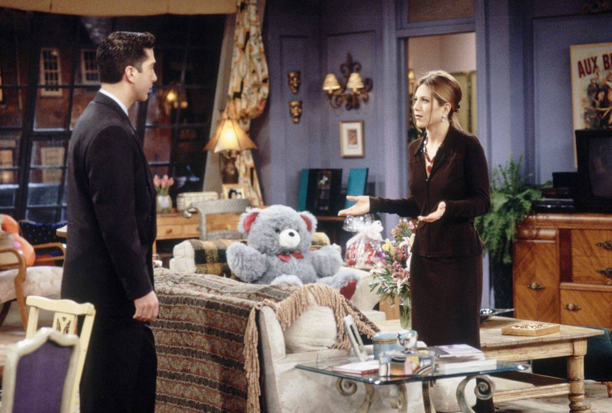 ross and rachel in apartment on friends