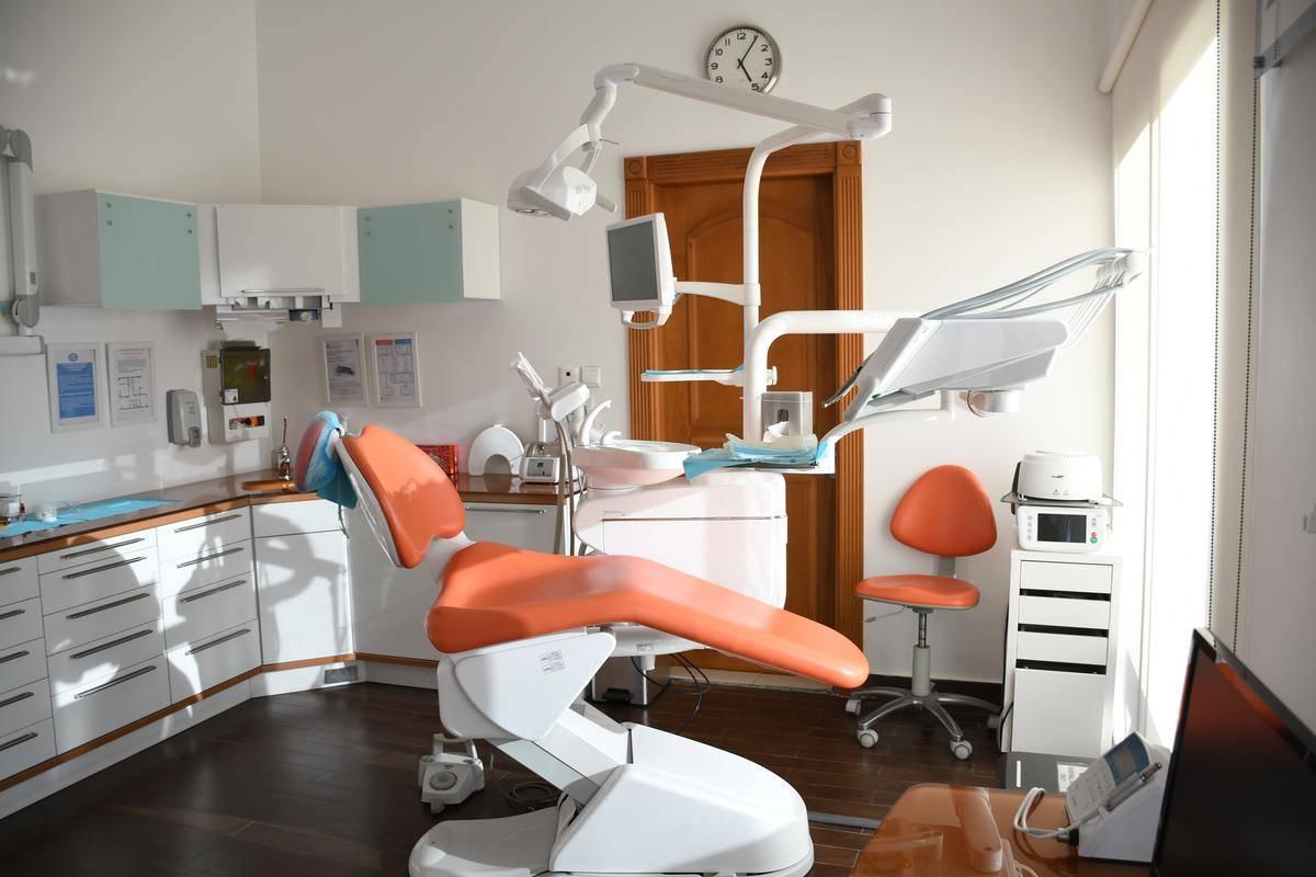 empty orthodontist's chair
