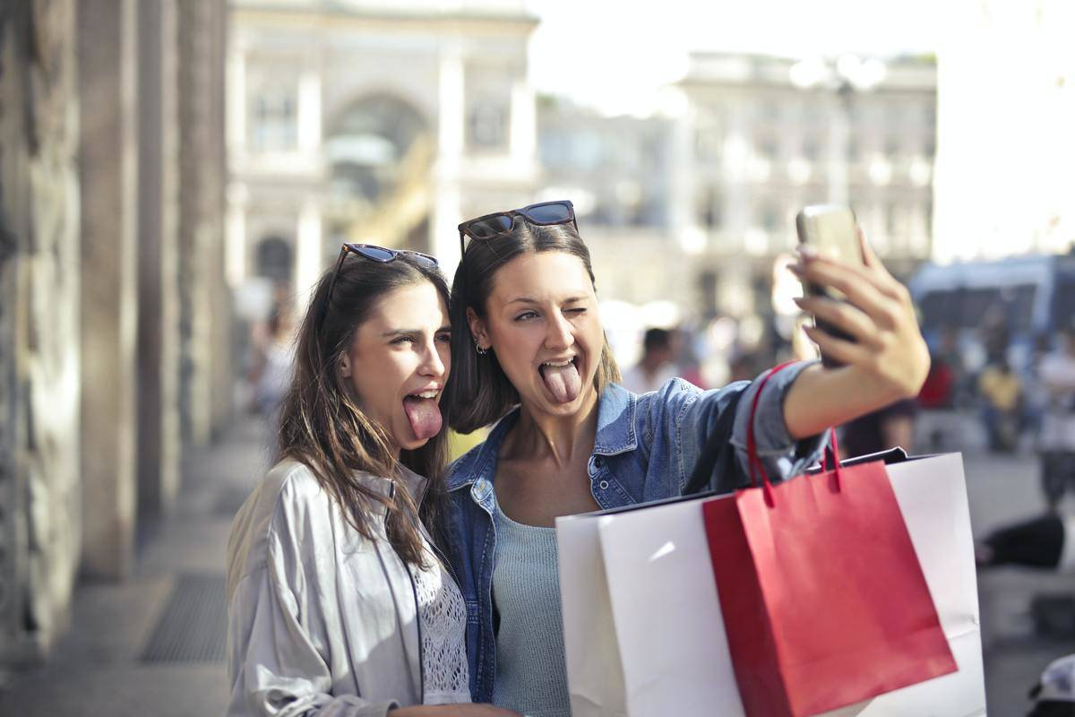 two friend taking a selfie together
