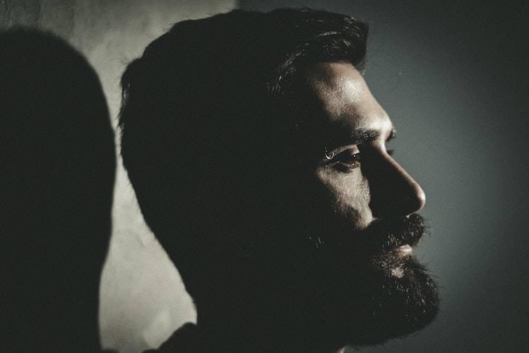man with big beard side profile photo