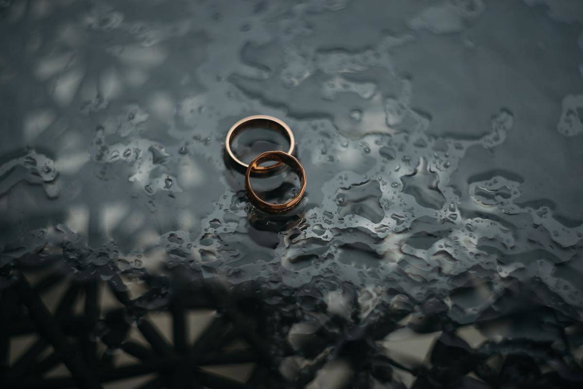 wedding bands in rain on the ground