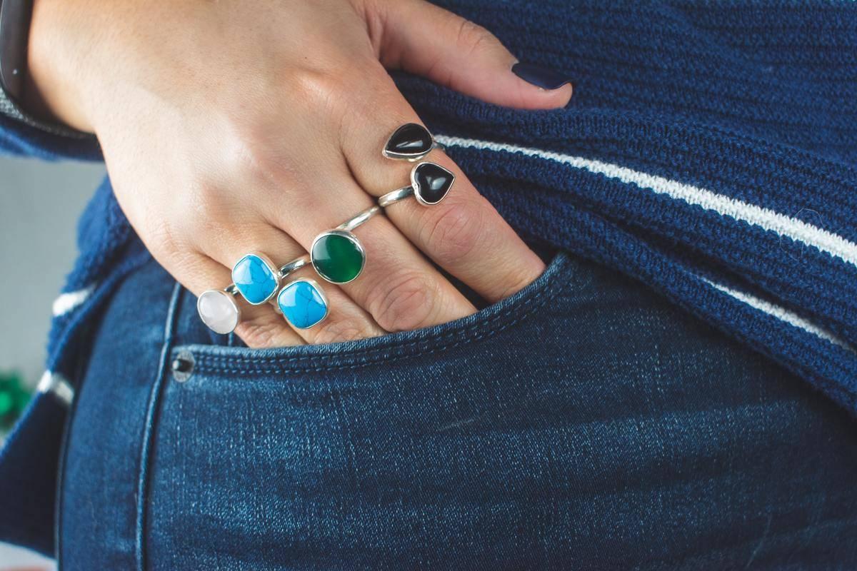 Fingertips in woman's jeans pocket