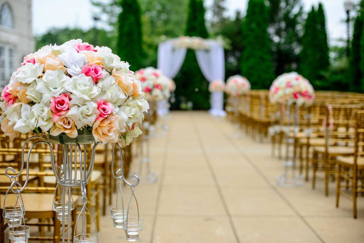 Wedding ceremony before the guests arrive