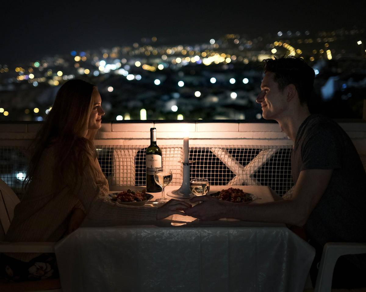 couple on  candlelit dinner date