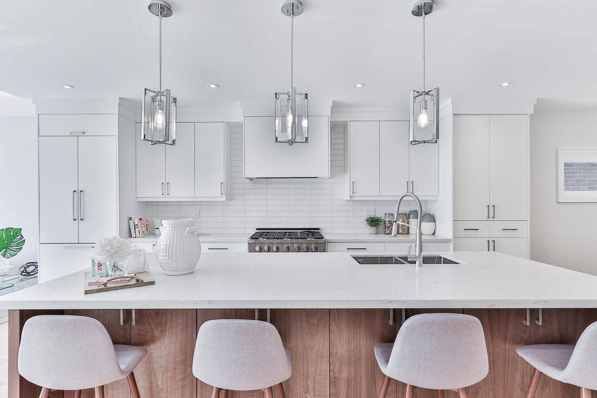 kitchen island with white chairs