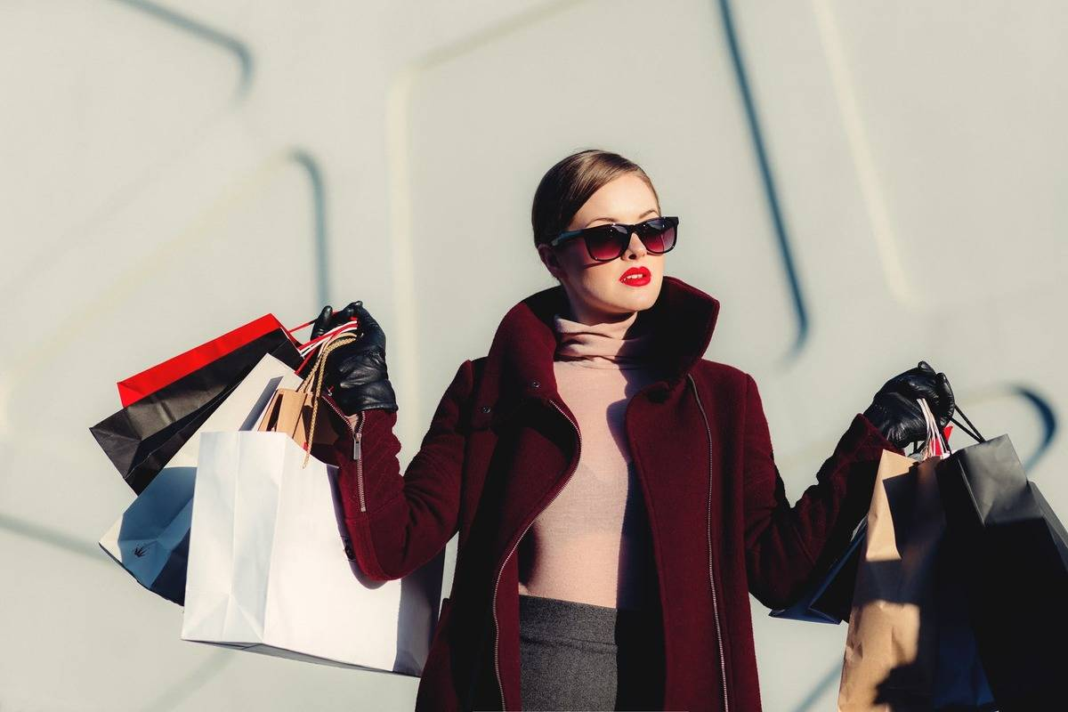 glamorous woman with lots of shopping bags in her hand