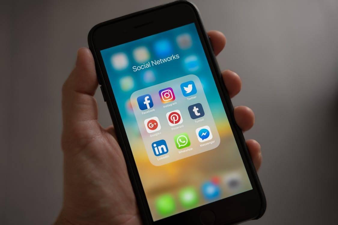social networks folder on iphone